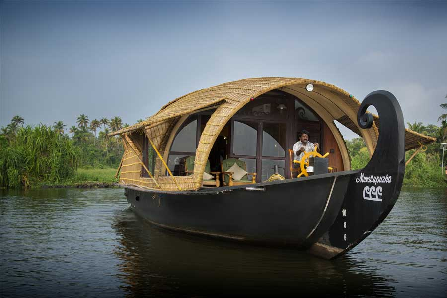 Luxury-Houseboat-at-the-Beautiful-Resort-Stay-at-Allepey backwaters