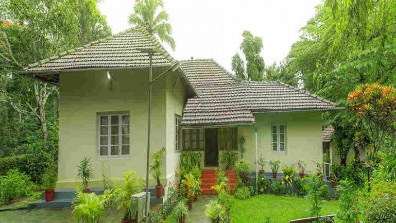Colonial Estate Bungalow at Pollibetta