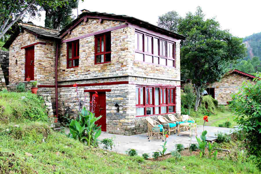 The Deodar Cottage at the Charming Traditional Resort Near Binsar
