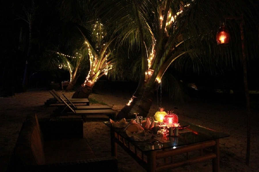 Candle-lit-dinner-at the Beautiful Beach Resort on Havelock Island