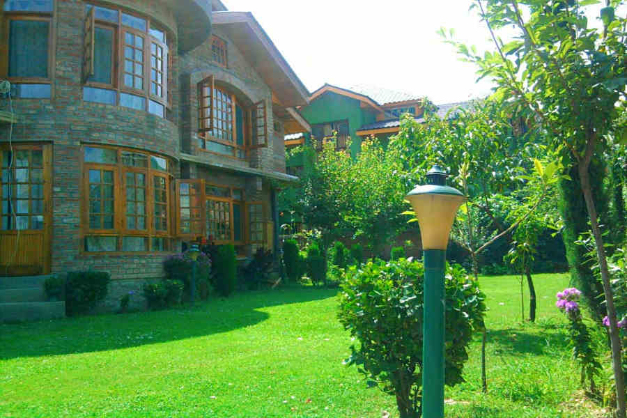 Lawns at the Boutique Villa In Srinagar