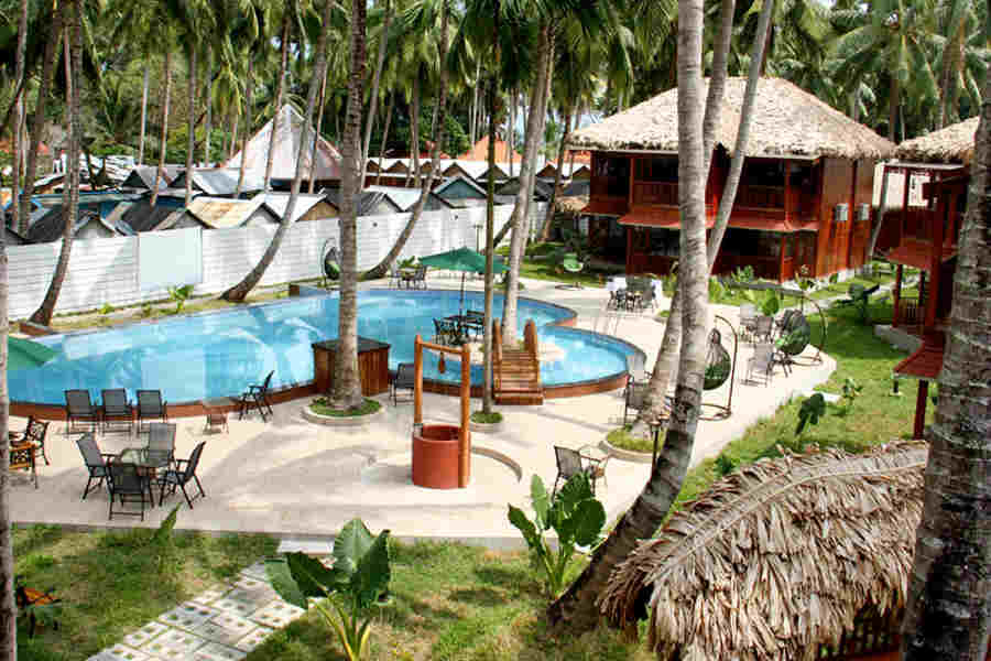 The swimming pool at the Romantic Beach Resort On Havelock Island
