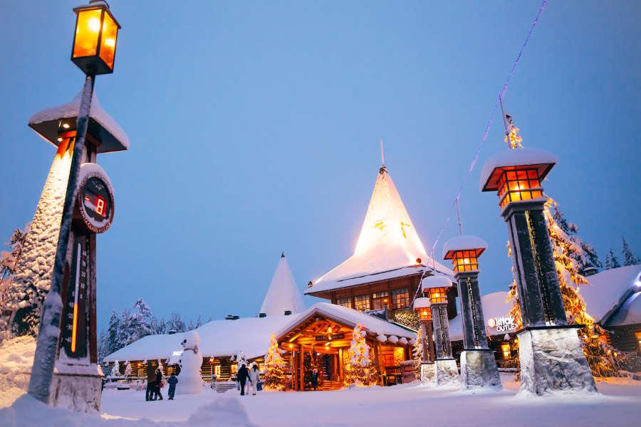 Central-plaza-santa-claus-village-rovaniemi-lapland-finland (2)