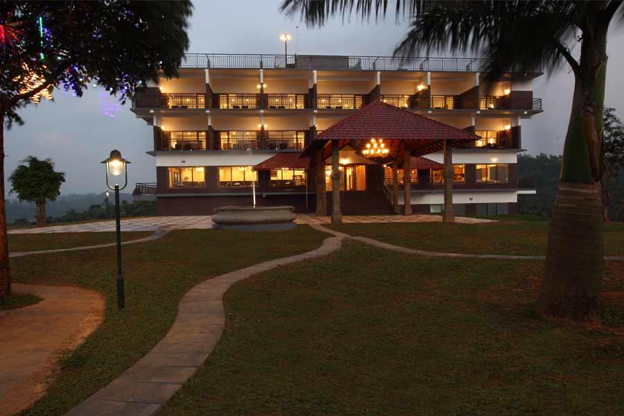 Evening-view-of-the-Luxury Resort Near Banasurasagar Dam