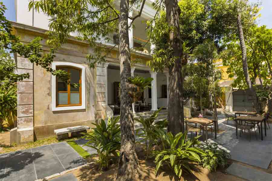 Selfroadiez colonial heritage villa at surcouf street in pondicherry for Villas in pondicherry with swimming pool