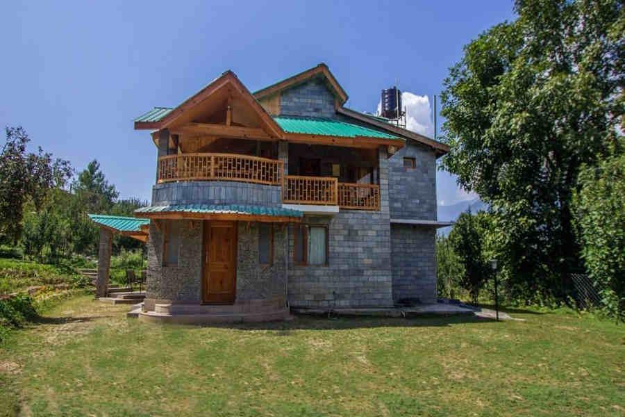 The exterior of Heritage Villa at Naggar Road