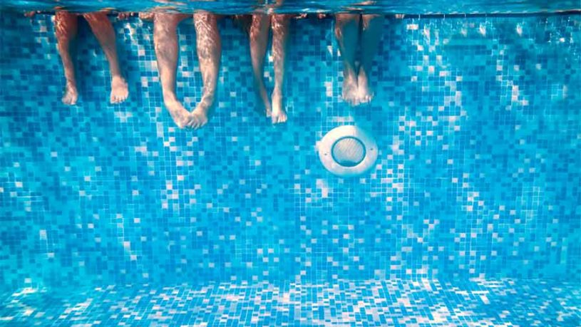 Swimming-Pool-Etiquette-On-Swimwear-For-Holidays-Abroad